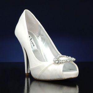 Brand New Nina Elvira LS Dress Pump Ivory size 5.5